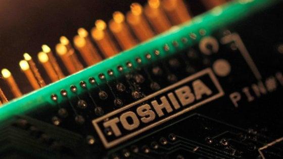Toshiba scorpora la divisione memorie flash per compensare le perdite sul nucleare