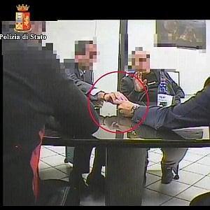 Modena, chiedevano soldi per fermare picchetti: arrestati due sindacalisti