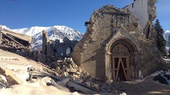 """Terremoto, scossa di magnitudo 3.8 ad Amatrice: crolla parete chiesa. Papa: """"Burocrazia non faccia soffrire gente"""""""