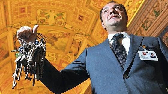 """L'uomo che apre le porte dei capolavori vaticani: """"Ho le chiavi del paradiso"""""""