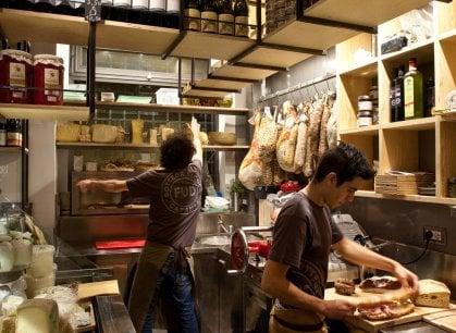 Palermo, tra mercati, botteghe e osterie: ritratto della città dove il cibo è un'arte