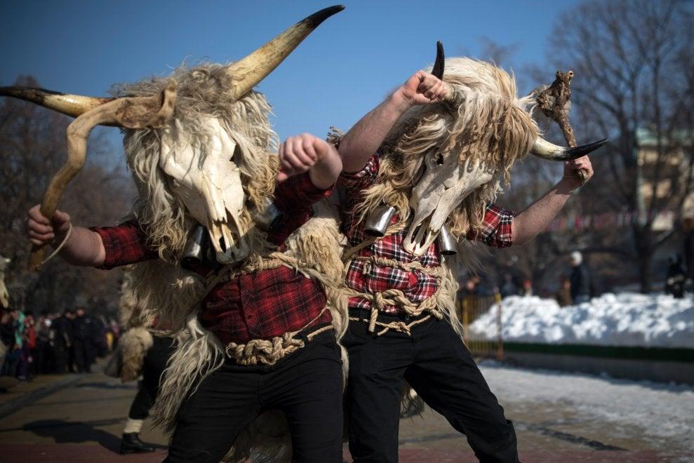 Bulgaria, i Kukeri: gli incappucciati che danzano per Dioniso