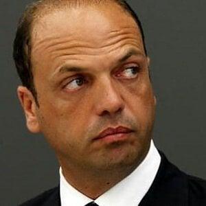 Due ministri dell'Interno in Italia sono troppi
