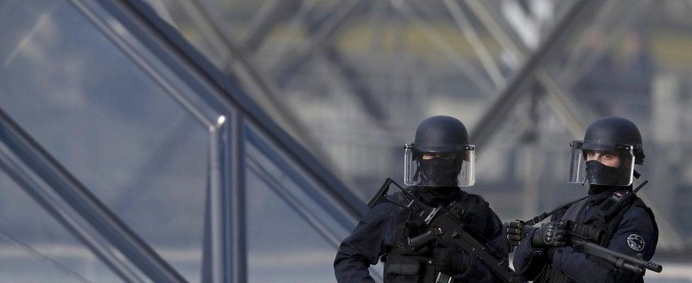 Risultati immagini per LOUVRE TERRORISMO