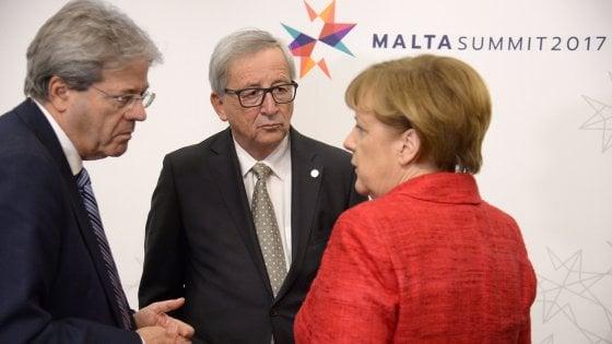 """Merkel sdogana l'Europa a due velocità: """"Nuova integrazione non uguale per tutti"""""""