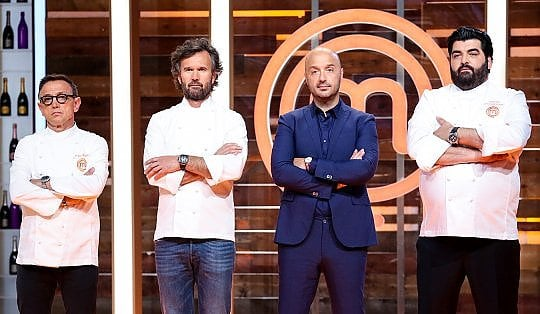 """Sanremo, #nonsolofestival: tra film e serie tv, così le altre reti """"adeguano"""" i palinsesti"""