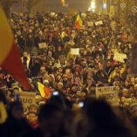 Romania, la protesta di piazza vince: il governo ritira il decreto salva corrotti. Protesta va avanti