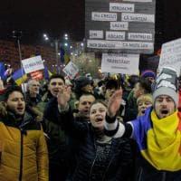 Romania, 300mila in piazza contro il governo nonostante il dietrofont sulla legge salva corrotti