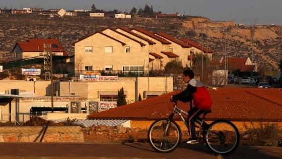 """Israele approva gli insediamenti: per la Palestina è un """"furto"""", per l'Onu """"atto fuorilegge"""""""