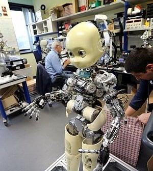 Industria, il mondo in mano ai robot. Ma il lavoro resisterà all'automazione