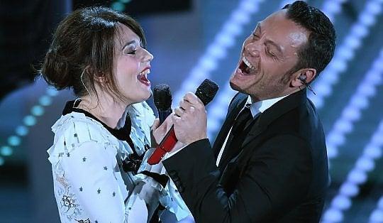 Sanremo, Tiziano Ferro emoziona l'Ariston. E Maria si prende il festival