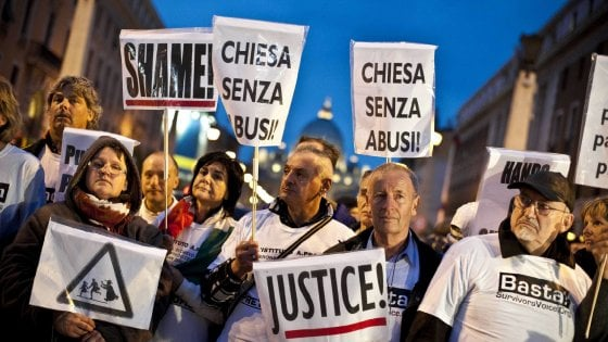 """""""Nostro figlio vittima dell'ex prete per colpa della Chiesa e dei suoi silenzi"""""""