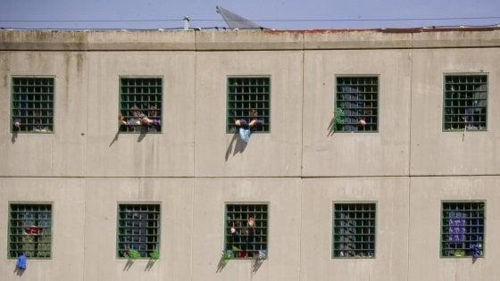 Consulta: legittimo il divieto di ricevere e spedire libri per i detenuti al 41 bis