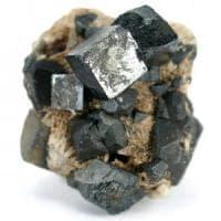 Energia pulita dai cristalli perovskiti: assorbono da più fonti contemporaneamente
