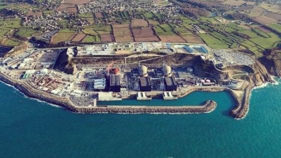 """Francia, esplosione in centrale nucleare a Flamanville: """"No rischi"""""""
