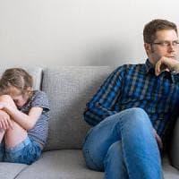 Se i genitori sono troppo severi il rischio è che il figlio abbandoni gli