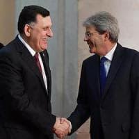 Migrazioni, accordo Libia UE: cosa c'è dietro la narrazione dei salvataggi