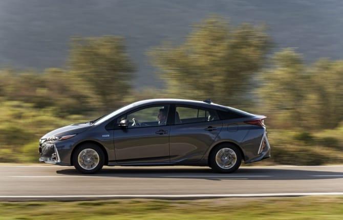Nuova Prius Plug-in Hybrid, benzina addio
