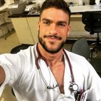 Madrid, Fran Suarez: è l'infermiere più bello del mondo