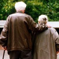 Anziani, sono sempre di più e cala il ricovero nei gerocomi: nel 2050 più