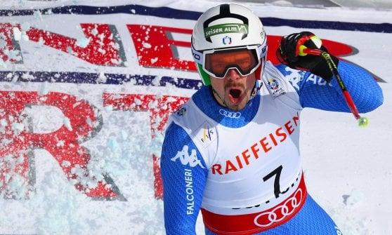 Sci, Mondiali: la Svizzera fa festa con Feuz, Italia lontana dal podio