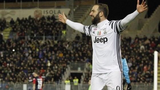 Cagliari-Juventus 0-2: doppio Higuain, capolista senza problemi