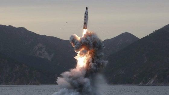 """Corea del Nord, missile """"test riuscito"""". Usa, Giappone e Sud Corea chiedono riunione Onu"""