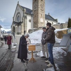 "Svizzera, ""Si"" vince referendum per cittadinanza a immigrati"