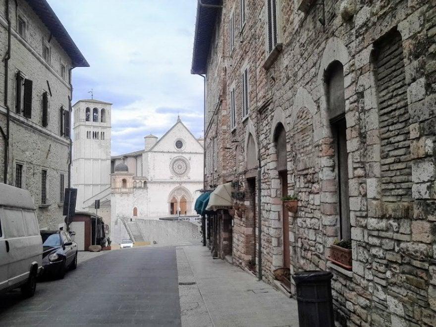 Umbria, tra borghi, ulivi e vigneti
