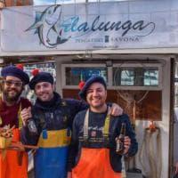 Lascio il lavoro e divento pescatore: l'avventura di tre ragazzi liguri