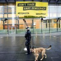 Strasburgo, l'accordo CETA con il Canada: