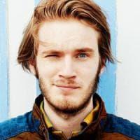 Accuse di razzismo per il re degli youtuber PewDiePie