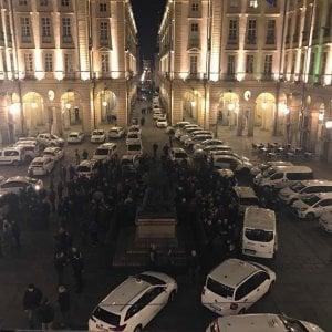 """Tassisti sul piede di guerra: """"Milleproroghe apre le porte a Uber"""". Nelle città traffico in tilt"""