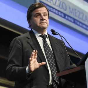"""Poste, Calenda: """"Assolutamente favorevole alla privatizzazione"""""""