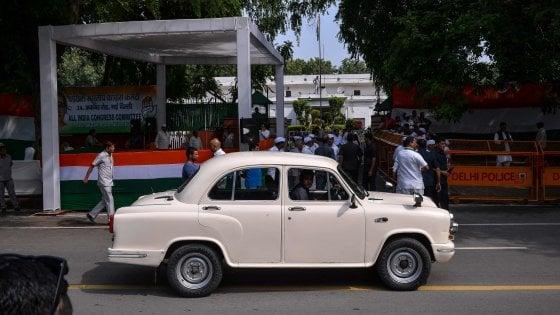 Peugeot prepara il rilancio della Ambassador, il simbolo dell'India su quattro ruote