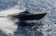 Il primo motoscafo Aston Martin debutta allo Yachts Miami Beach