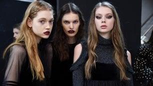N.Y.   labbra rosse e occhi neri: la bellezza si tinge di politica