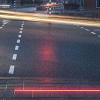 Olanda, strisce con LED per pedoni distratti dallo smartphone