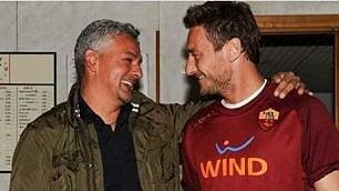 Roberto Baggio compie 50 anni.  Gli auguri social al 'divin codino'