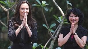 La prima apparizione pubblica    di Angelina Jolie dopo il divorzio