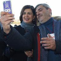 """Congresso SI, Boldrini tra selfie e Internazionale. Al Pd dice: """"Temo più la scissione..."""