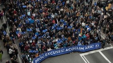 """Barcellona, migliaia in piazza pro rifugiati  al grido di """"Vogliamo accogliere""""  Foto"""