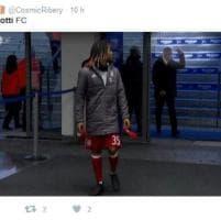 """Ancelotti fa il dito medio ai tifosi dell'Hertha Berlino: """"Ma prima loro mi avevano sputato"""""""