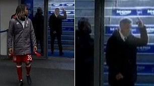 """Ancelotti fa il dito medio ai tifosi """"Prima loro mi avevano sputato"""""""