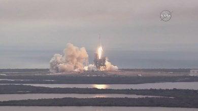 Nasa, il razzo di Space X lanciato  dalla storica rampa delle missioni lunari
