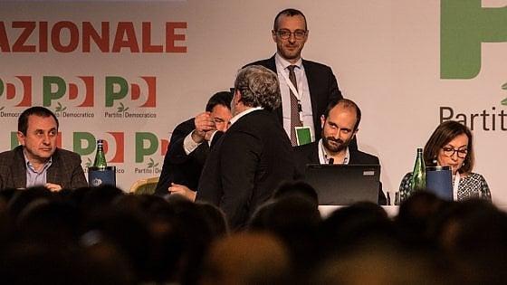 """Pd, la minoranza: """"Renzi ha scelto la scissione"""". Indetto il Congresso, il segretario tira dritto"""