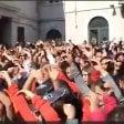 È Occidentali's Karma mania.   500 in piazza per ballare