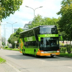 Milleproroghe, passa l'emendamento contro i bus low cost. Il governo mette la fiducia alla Camera