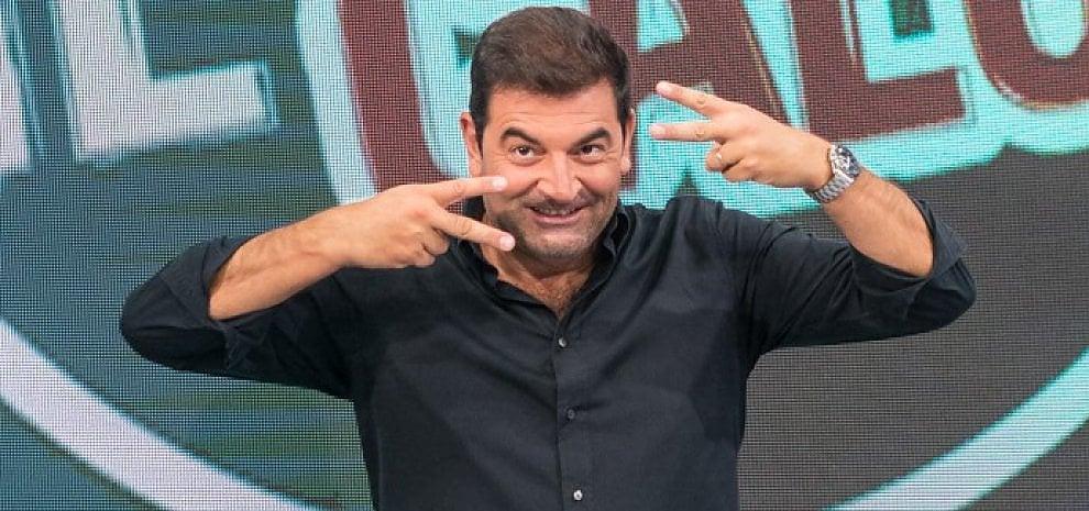"""Max Giusti a caccia di comici: al via """"1.30"""", il web talent per chi ha voglia di (far) ridere"""