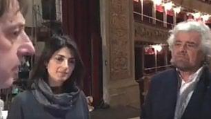 """Grillo e Raggi al teatro Valle: """"Io qui farei subito una polizza"""""""